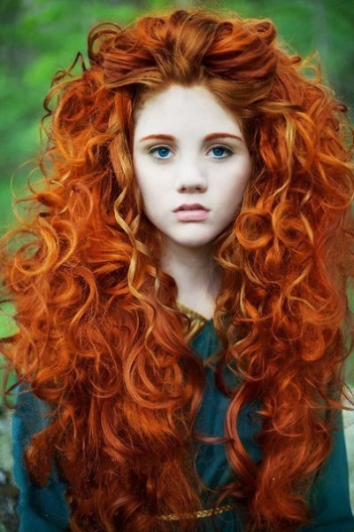 Окрашенные хной волосы достаточно плохо поддаются завивке