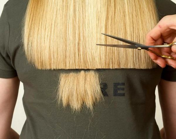 Ошибочно мнение, что стрижка требуется только натуральным волосам, сломанные кончики искусственных прядей также требует стрижки