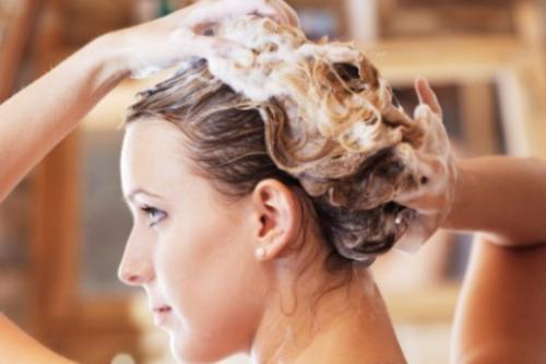 От содового мытья вам не удастся получить обильную пену, но вы будете удивлены тому, как качественно промываются волосы