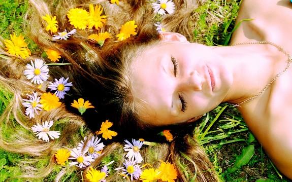 Отвары лекарственных трав помогут сделать волосы здоровыми и красивыми