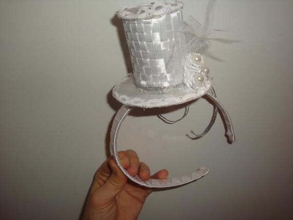 Озорная шляпка-цилиндр – это тоже ободок ручной работы (канзаши)