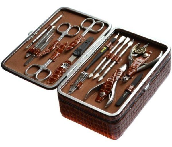 Перед оформлением ногтей приготовьте все необходимые инструменты