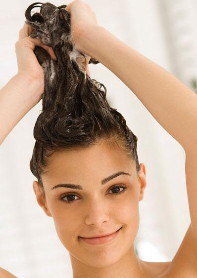 Перед ополаскиванием голову следует вымыть
