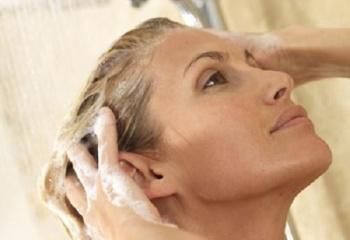 Перед созданием прически, волосы следует вымыть