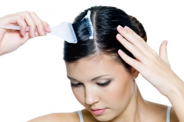 Перед тем как окрашивать волосы в домашнихусловиях, позаботьтесь о хорошо проветриваемом помещении