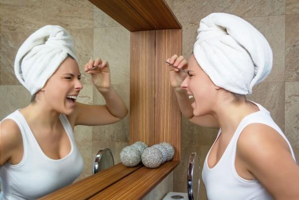 Перед тем как создать брови своей мечты, примите ванну и распарьте кожу