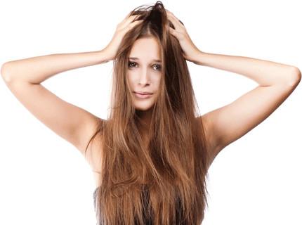 Период привыкания к безсульфатному шампуню может растянуться на месяц, когда локоны будут выглядеть не очень опрятно.