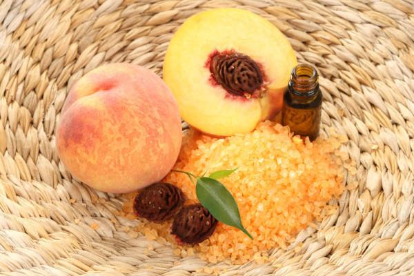 Персиковое масло относится к разряду легких и также может использоваться для снятия макияжа (цена - от 28 руб.)
