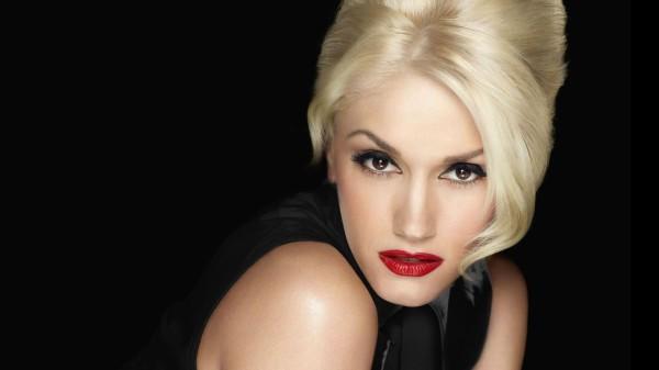 Платиновые и пепельные оттенки волос рекомендуется использовать обладательницам розоватого оттенка кожи