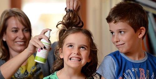 Погибают ли вши от краски для волос? Да, но что делать с паразитами на детских головах, ответ в инсектицидных препаратах