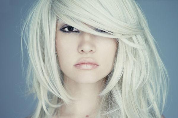 Получить чистый блонд с помощью краски сложно, но можно