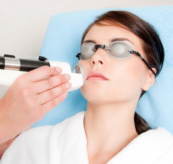 После лазерной эпиляции волоски из носа выпадают и не растут в течение долгого времени.
