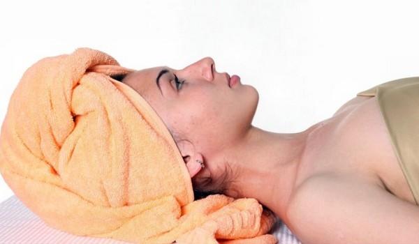 После нанесения маски голову необходимо утеплить полотенцем