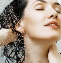После применения средства, локоны следует тщательно промыть водой