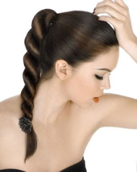 Пожалуй, самый легкий способ, как заплести волосы легко и красиво.