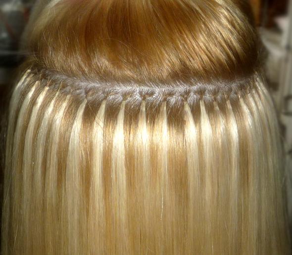 Правильно расположенные капсулы для наращивания волос