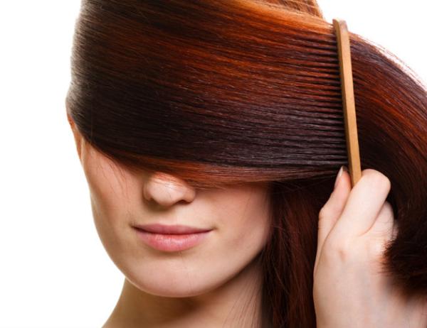 Предварительно расчесав волосы, вы облегчите процесс мытья