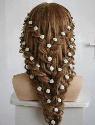 Прически с ажурными косами уместны на любом мероприятии