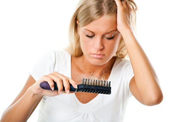 Причин выпадения волос может быть довольно много! Выявите основную, и ваша шевелюра станет намного красивее и прочнее