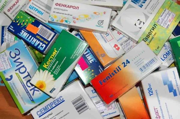 Прием гормональных препаратов может вызвать серьезный сбой, который приводит не только к себорее, но и к другим расстройствам