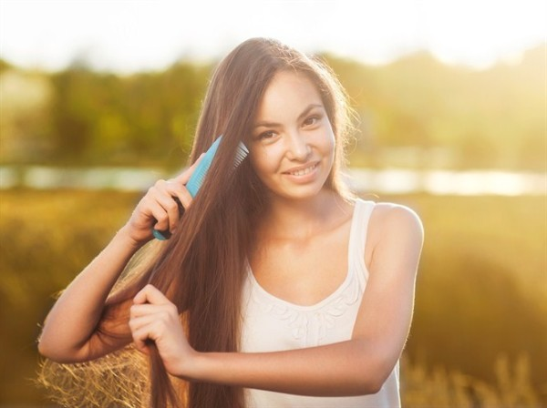 Расчесывание волос во сне — признак того, что дела необходимо переосмыслить