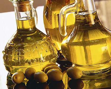 Растительное масло – не только удалит краску, но и оздоровит волосы