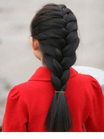С косой дракончиком девичий образ всегда будет милым и нежным