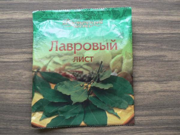С помощью «лаврухи» можно добиться больших успехов в борьбе за здоровье локонов, а цена данного продукта очень доступна.