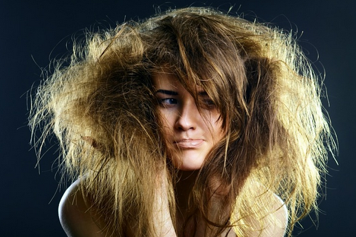 С секущимися волосами сложно справиться