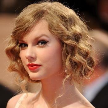 Прическа на волосы средней длины с челкой фото
