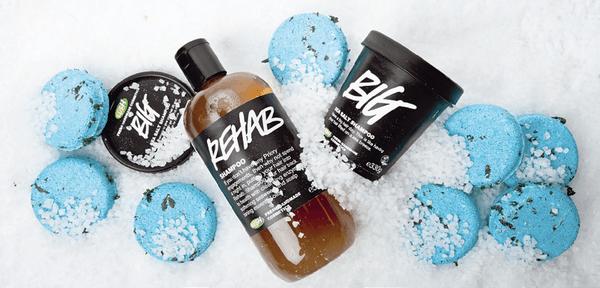 Самые разнообразные формы выпуска можно найти в фирме Lush, вас ждут классические жидкие, сухие и твердые шампуни различного действия и аромата