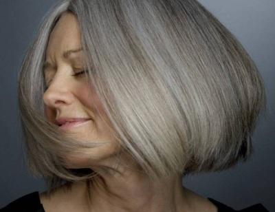 Седые волосы лучше красить в светлые тона