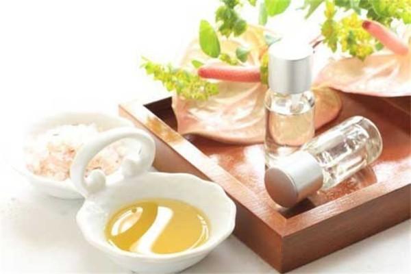 Сейчас многие предпочитают домашние шампуни из натуральных продуктов