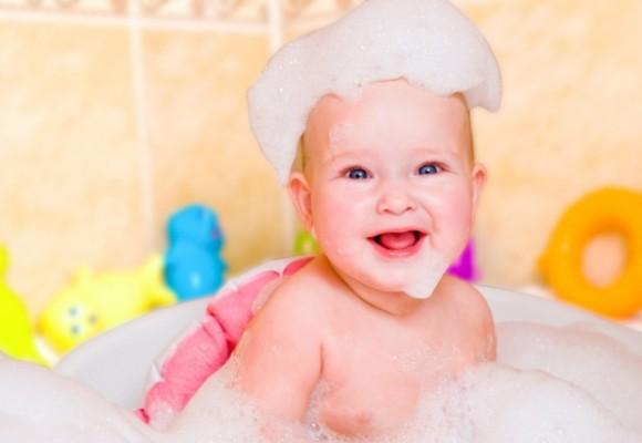 Шампунь против себорейных корочек у малыша должен быть направлен на восстановление защитных функций его кожного покрова