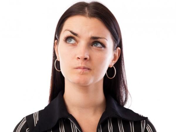 Шелушится лоб и брови? Причина может скрываться в банальной аллергии или же в более серьезных заболеваниях таких как, себорейный дерматит или демодекс