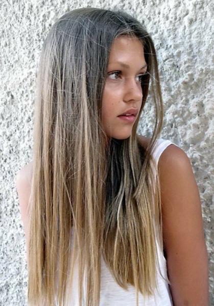 Смена оттенков пепельно-русого цвета в окрашенных волосах омбре-способом