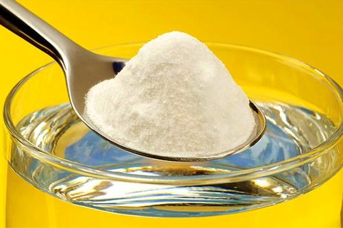Сода – многофункциональный продукт, который нашел свое применение в кулинарии, быту и уходе за кожей и волосами