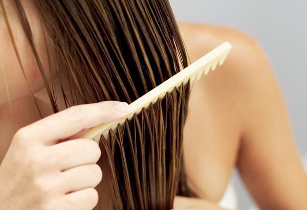Соль от выпадения волос у женщин наносится исключительно на влажные пряди