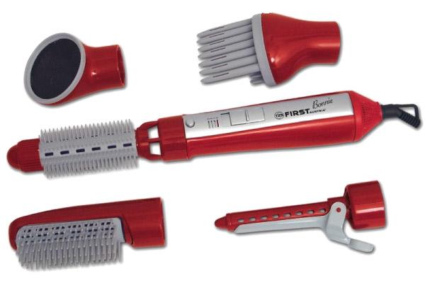Современные мультистайеры имеют несколько различных насадок для выполнения функций завивания, выпрямления и подсушивания, совмещая в одном устройстве фен, щетку и плойку.