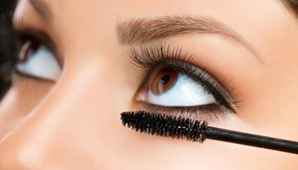 Создать акцент на глазах своими руками очень просто благодаря широкому ассортименту косметических продуктов