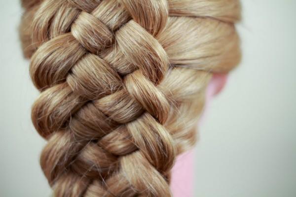 Создать невероятно красивую косу можно и своими силами