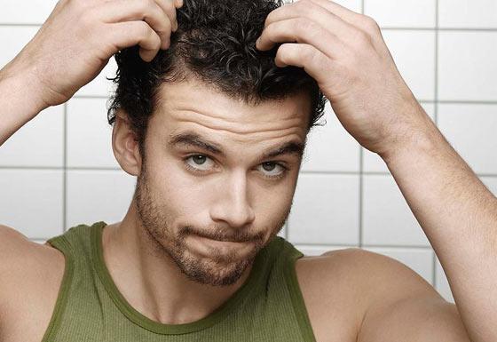 Специальные средства упростят мужские укладки на короткие волосы