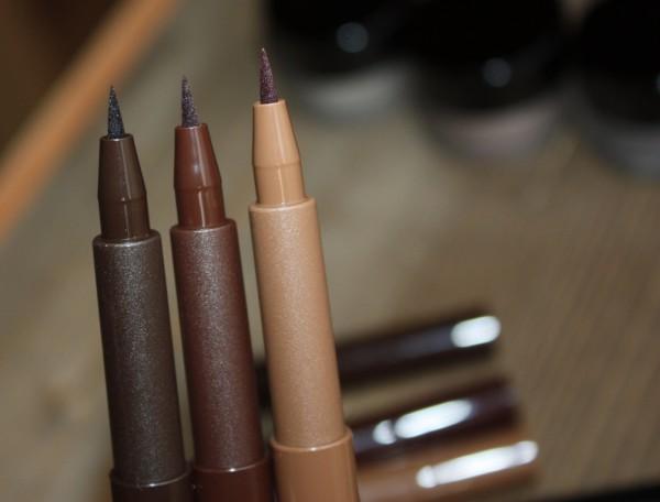 Сравнение оттенков фломастеров для бровей