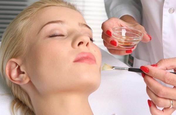 Средства для химического пилинга можно использовать и для смывания татуажа