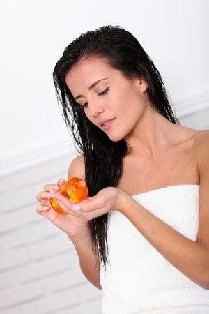 Средство рассчитано на активное воздействие как на корни волос, так и на их длину.