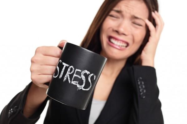 Стрессовые ситуации независимо от длительности приводят к выпадению волос