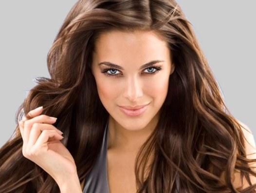 Сухой шампунь поможет быстро привести волосы в порядок