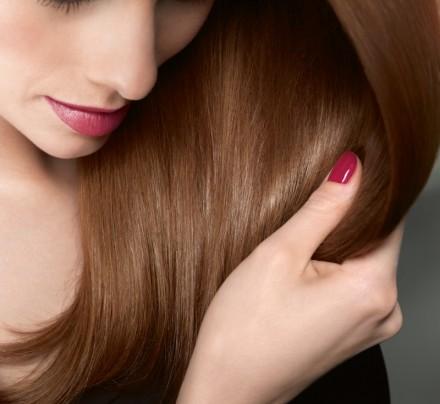Сульсеновая паста – практический идеальный продукт, который отлично помогает как в борьбе с перхотью, так и с выпадением волос.
