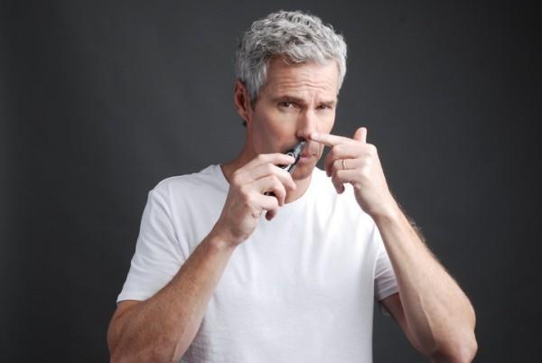Такое недоразумение, как волосы на носу у мужчин встречается намного чаще, нежели у женщин.