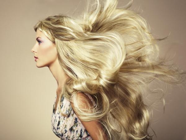 Теперь мы знаем, как репейное масло влияет на рост волос, восстанавливает наши кудри после завивки и окраски, излечивает их от ломкости и сечения.